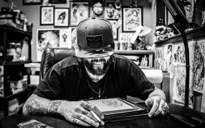Glenn Collins Wins Best Tattoo Artist in Charleston!